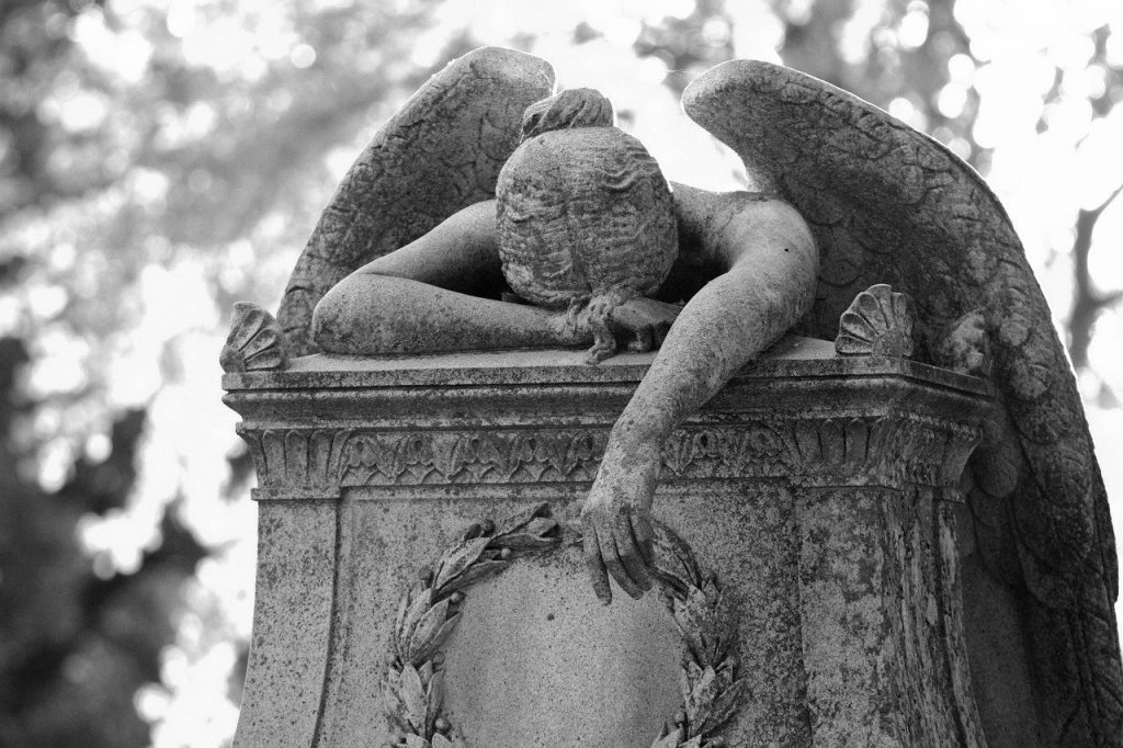 Statue of weeping angel