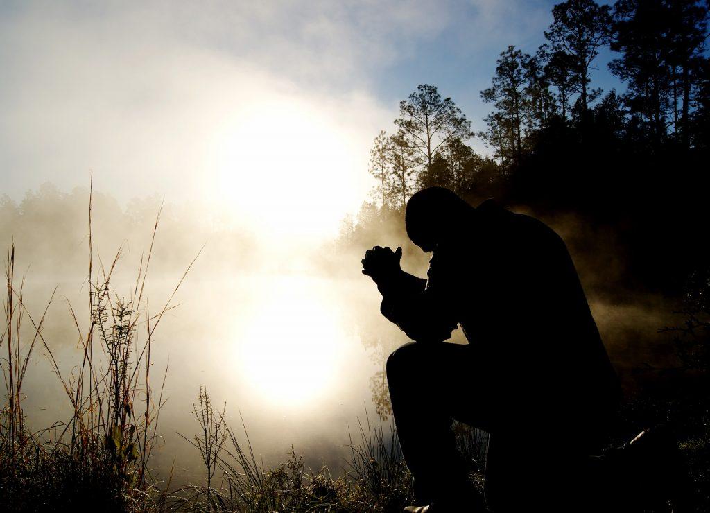 9-11 man bent in prayer